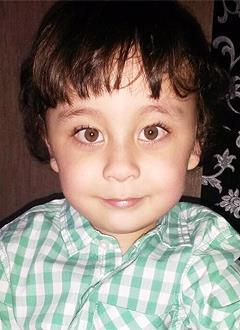 Тимур Тюлюмджиев, 4 года, артрогрипоз (заболевание скелетно-мышечной системы), деформация стоп, требуется операция. 324031 руб.