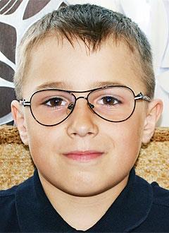 Максим Комаревцев, 9 лет, врожденная двусторонняя косолапость, рецидив, требуется лечение. 151900 руб.