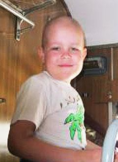 Миша Попов, 7 лет, острый лимфобластный лейкоз, требуется доставка трансплантата. 130200 руб.