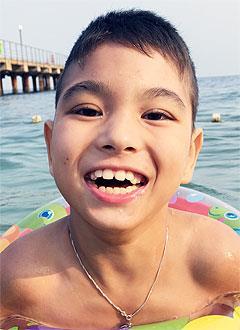 Муслим Оразов, 10 лет, детский церебральный паралич, спастический тетрапарез (нарушение двигательных функций), кифоз, требуется ортопедическое кресло. 286657 руб.