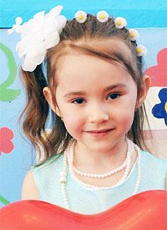 Амелия Фазылова, 7 лет, врожденная аниридия (отсутствие радужной оболочки глаз), нистагм (непроизвольные колебательные движения глаз), требуется офтальмологический тонометр и читающая машина. 298385 руб.