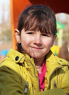 Радмила Хусаинова, 6 лет, врожденный порок сердца, спасет эндоваскулярная операция, требуется окклюдер. 198072 руб.