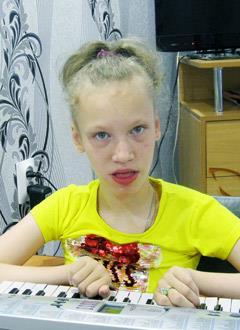 Вика Попова, 14 лет, эпилепсия, детский церебральный паралич, требуется кресло-коляска. 196060 руб.