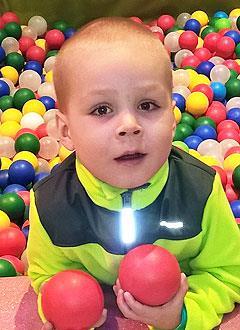 Егор Лисин, 3 года, тяжелый врожденный порок сердца, спасет эндоваскулярная операция. 361210 руб.