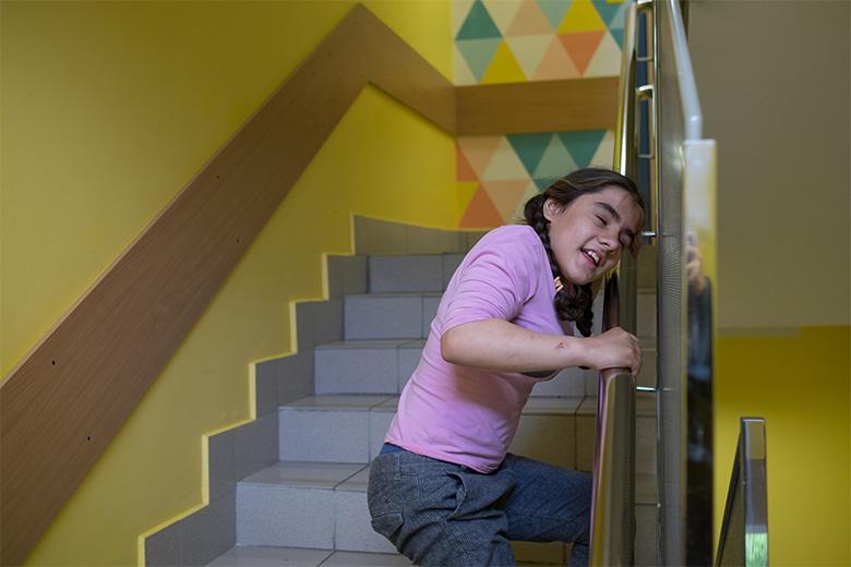 Феруза по лестнице всегда ходит сама, хоть это и не просто