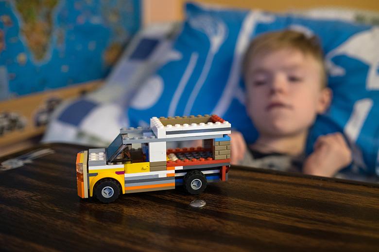 Лего и машины – главные увлечения Леона