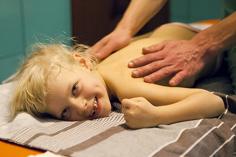 4. Массаж хорошо развивает мышцы… массажиста