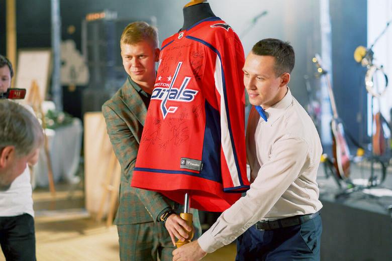 За 6 млн руб. был продан джерси хоккейной команды «Вашингтон Кэпиталз» с автографами игроков, в том числе Александра Овечкина